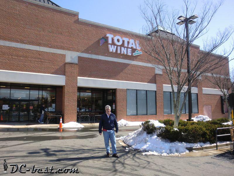 Джон в магазине Total wine & More