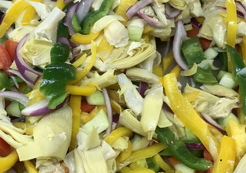 Салат из артишоков, перца и помидоров